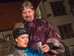 Příští rok v létě se mostecká činohra vrátí i na hrad Hněvín s muzikálem Noc na Karlštejně. Letošní představení byla beznadějně vyprodaná.