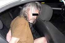 Útočník, který se oháněl nožem.