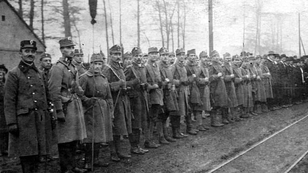 Pohřeb dvou padlých Čechů při dobývání nádraží v Louce se uskutečnil na hřbitově v Kopistech a stal se jakousi manifestací Čechů v právě československou mocí obsazovaném území Deutschböhmen.