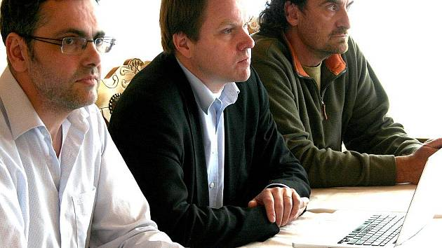 Předseda zelených v Ústeckém kraji Petr Klepiš, lídr kandidátky v kraji Martin Bursík a dvojka pro volby Přemysl Rabas.