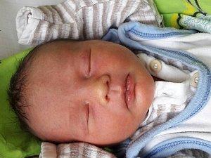 Viktor Petr Engel se narodil 11. října 2017 ve 21.37 hodin mamince Miroslavě Hulákové z Mostu. Měřil 48 cm a vážil 3,15 kilogramu.