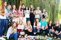 Na sbírce se podílela třída 2.L ze Střední pedagogické školy v Mostě.