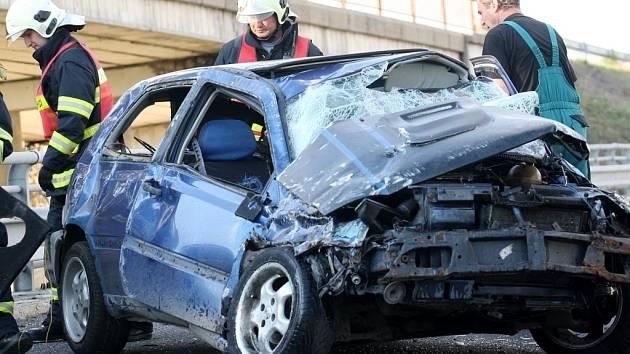 Jedna z vážných dopravních nehod na silnici z Mostu do Litvínova.