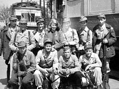 Členové revoluční gardy, kteří se fotografovali v tehdejším Horním Litvínově