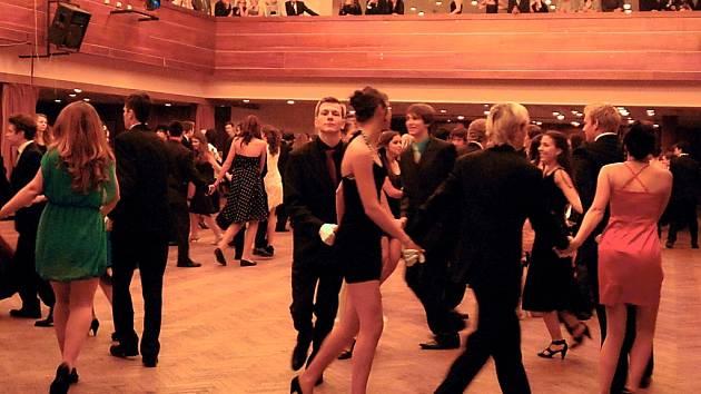 Taneční v mosteckém Repre.