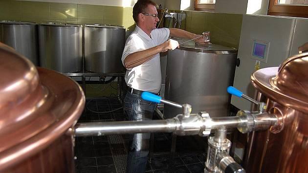 Mostecký rodák Luboš Luňáček zahájil v roce 2009 provoz originální restaurace s výrobou piva. Pozval i bývalého sládka ze zaniklého pivovaru Most.
