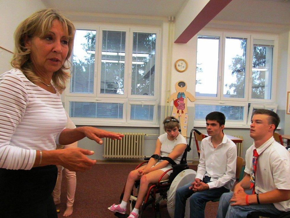 Ředitelka Eva Sekyrková v jedné ze tříd.
