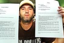 Petr Kohout ukazuje trestní oznámení i žalobu na stát.