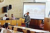 Ve velkém sále mostecké radnice se projednávala první část strategického plánu rozvoje města na roky 2021 až 2027. Zájem byl malý.