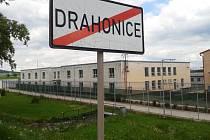 Areál bývalé věznice v Drahonicích.