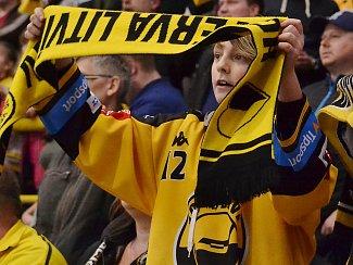 Mladý fanoušek na úterním zápase s Jihlavou.