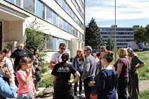 Terénní sociální pracovníci ze Španělska si prohlédli janovské sídliště.