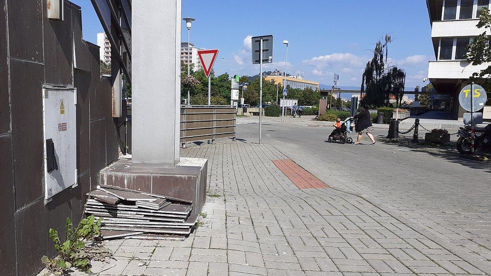 1. náměstí, okolí Centralu.
