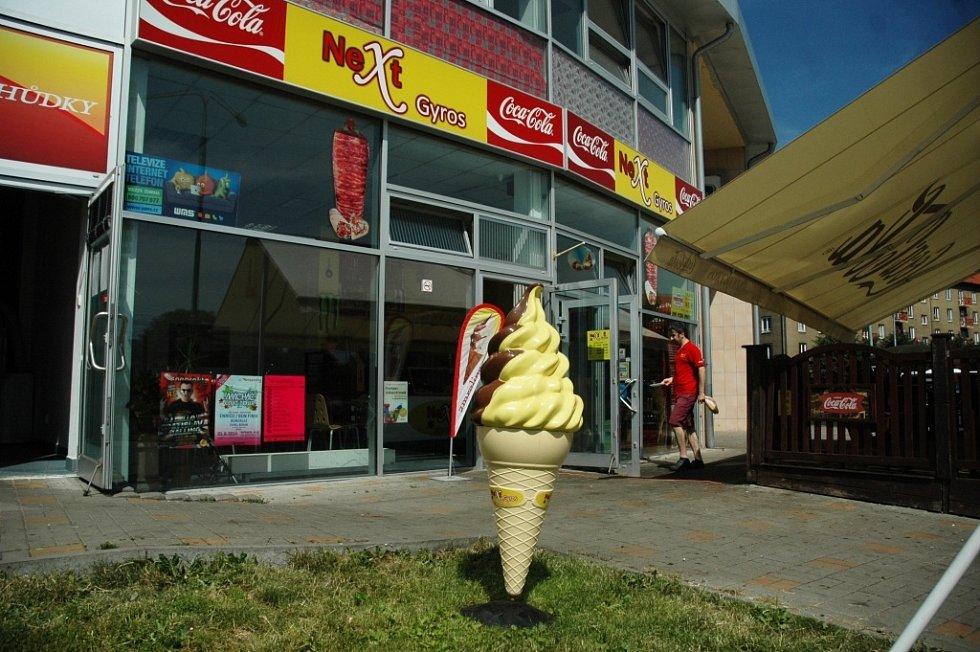 Prodejny zmrzliny v centru Mostu: Next Gyros