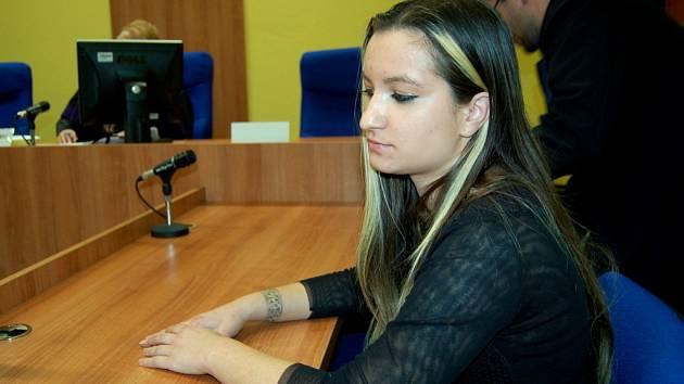 Lucie Šlégrová u mosteckého soudu.