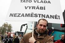 Odjezd mosteckých horníků na demonstraci do Prahy v roce 2012.