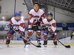 V dresu pořádající  Avantgard Hockey  se v  kategorii U16  přestavil také německý reprezentant Georg Saakyan (na snímku uprostřed).