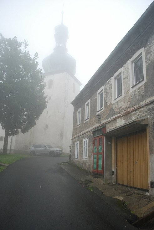Hora Svaté Kateřiny, cesta ke kostelu