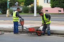 Nezaměstnaní se podíleli i na rekonstrukci zastávek MHD.