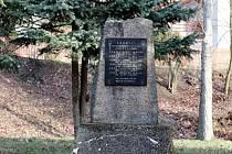 Pietní akt a křest publikace peoběhnou v sobotu u pomníku v Litvíbově - Hamru bez účasti veřejnosti. Akce bude přenášena online. d