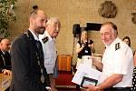 Předávání ocenění členům záchranných a bezpečnostních sborů na mosteckém magistrátu