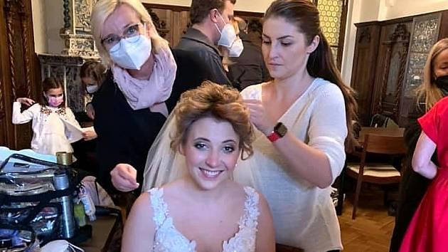 Svatební salon Delta Most oblékal svatebčany v posledním díle seriálu Ordinace v růžové zahradě 2.