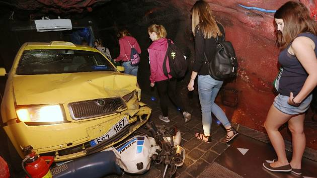 Kdo bere drogy a řídí, zabíjí sebe i nevinné lidi. Ukazujete to multimediální výstava v tzv. protidrogovém vlaku.
