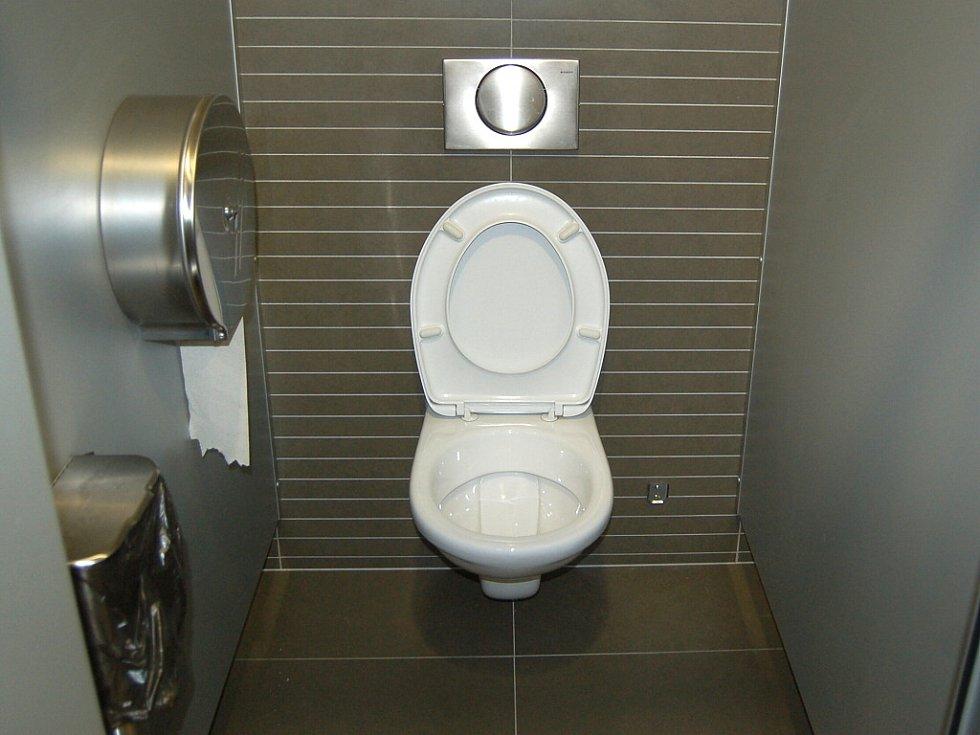 Toaleta v obchodním domě Central Most.