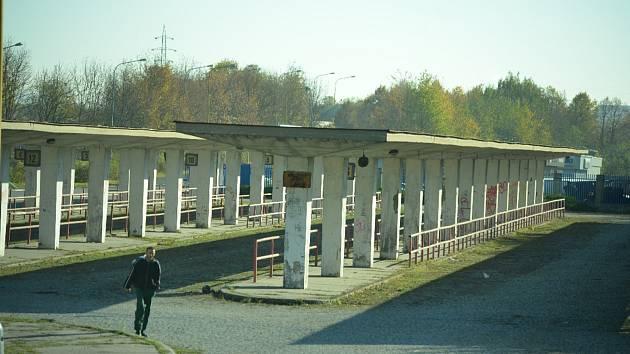 Staré autobusové nádraží v Mostě zůstane v majetku soukromé firmy. Město svůj terminál postaví naproti.