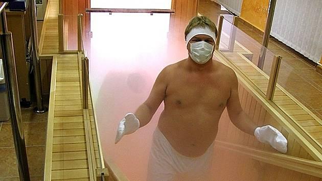 Fanoušci HC Litvínov si na vlastní kůži vyzkoušili teplické polárium, které provozuje obránce HC Litvínov Jiří Šlégr.