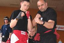 Mostecký kickboxer Filip Strajčev (vlevo) s kaskadérskou legendou Viktorem Červenkou.