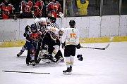 Bitka při mládežnickém turnaji Christmas Cup.