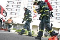 Cvičení hasičů u hotelu Cascade
