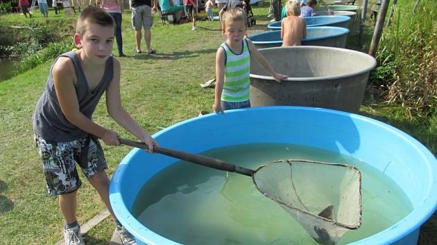 Nejen dospělí mohou být zkušenými rybáři.