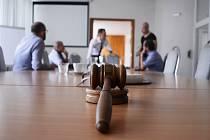 Kladívko licitátora ve čtvrtek mlčelo. Na dražbu Radničního sklípku v Litvínově nepřišli žádní zájemci o koupi. V místnosti se potkali jen zástupci radnice a dražební firmy.