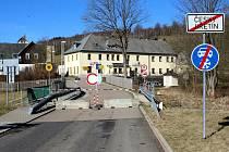 Uzavřené hranice na Mostecku.