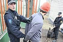 Zákrok litvínovských strážníků při odhalení krádeže.