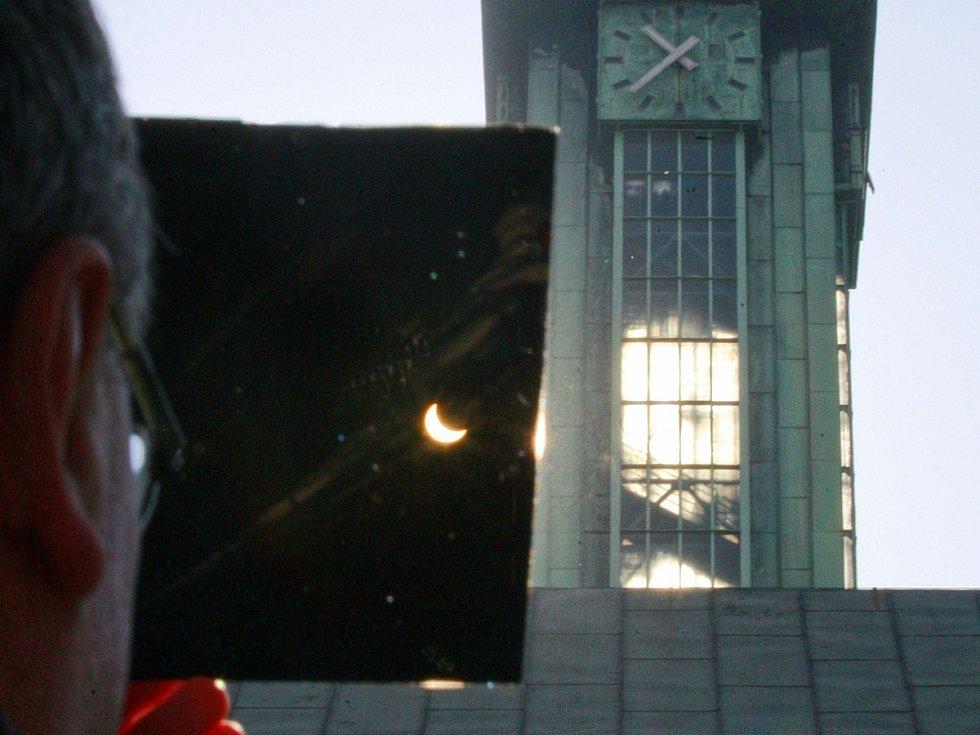 Zatmění Slunce v Ostravě.