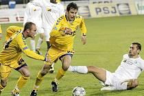 Mostečtí fotbalisté (na zemi Martin Knakal) remizovali v Jihlavě 1:1.