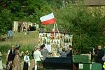 Oslava 100 let od vzniku republiky u kostela v Mostě.