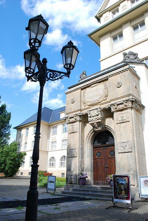 Oblastní muzeum a galerie v Mostě, kde pracuje entomolog, fotograf a výtvarník Pavel Krásenský.
