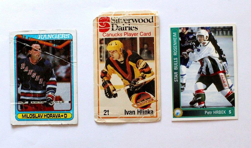 Sportovní kartičky se vrací. Vyráběly se, stále vyrábí a sbírají i u nás. Miloslav Hořava, Ivan Hlinka a Petr Hrbek na kartičkách.