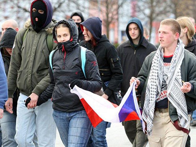 Demonstranti na litvínovském náměstí.
