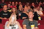 Fanoušci vyrazili na hokej do kina. Premiéru měl dokument o mistrovské sezoně.