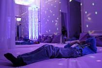 Smyslová místnost snoezelen slouží k rozvoji smyslového vnímání u handicapovaných dětí. Ilustrační foto