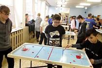 Také v novém školním roce se budou v SVČ hrát šprtec a air - hockey.