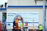 V Litvínově se staví dopravní terminál.
