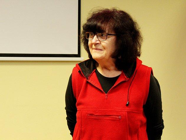 Cestovatelka a publicistka Saša Ryvolová navštívila Litvínov. Přednášela v knihovně.