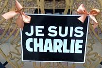 Známý slogan Já jsem Charlie, který se stal symbolem piety po teroristickém útoku na francouzský humoristický časopis.