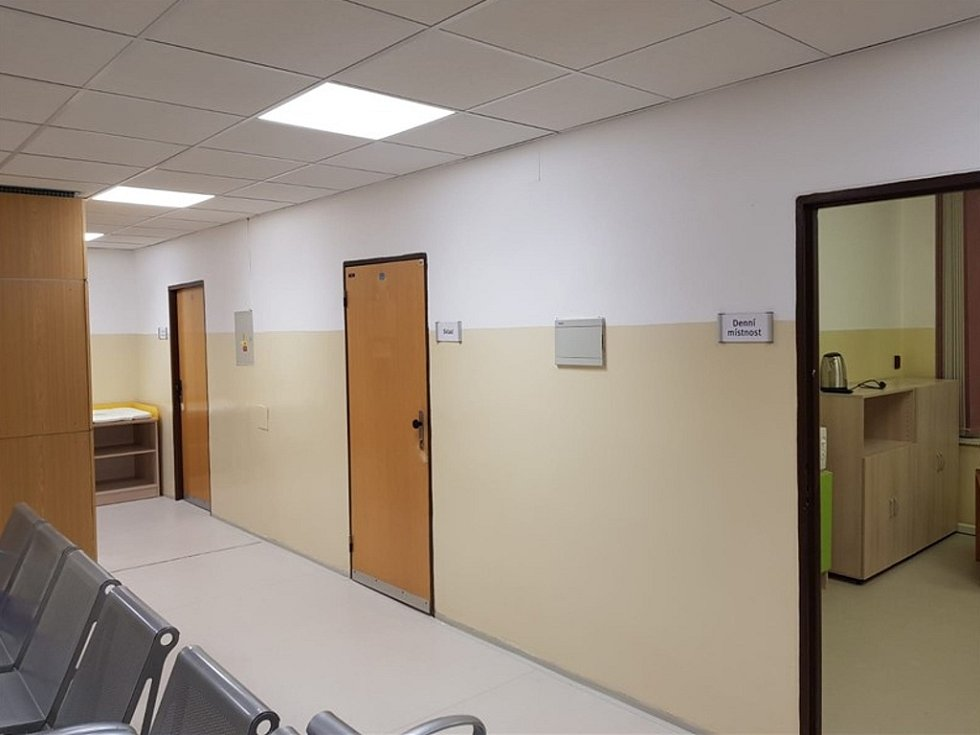 Nové zázemí dětské pohotovosti v mostecké nemocnici si prohlédli zástupci Krajské zdravotní.